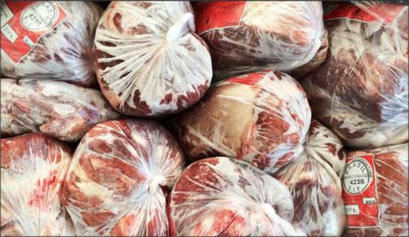 توزیع گوشت منجمد در آستانه شب یلدا
