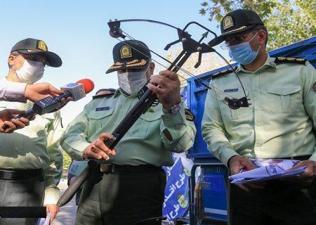 کشف سلاحهای عجیب و غریب در تهران/ تصاویر