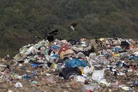 رییس اداره پایش محیط زیست گیلان گفت: مراکز دفن زباله رشت و لاهیجان بدترین وضعیت را در بین مراکز دفن زباله استان دارند.