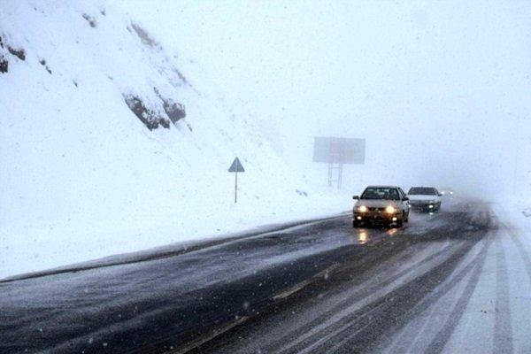 اعمال محدودیت ترافیک در محورهای گیلان|داشتن زنجیرچرخ الزامی است