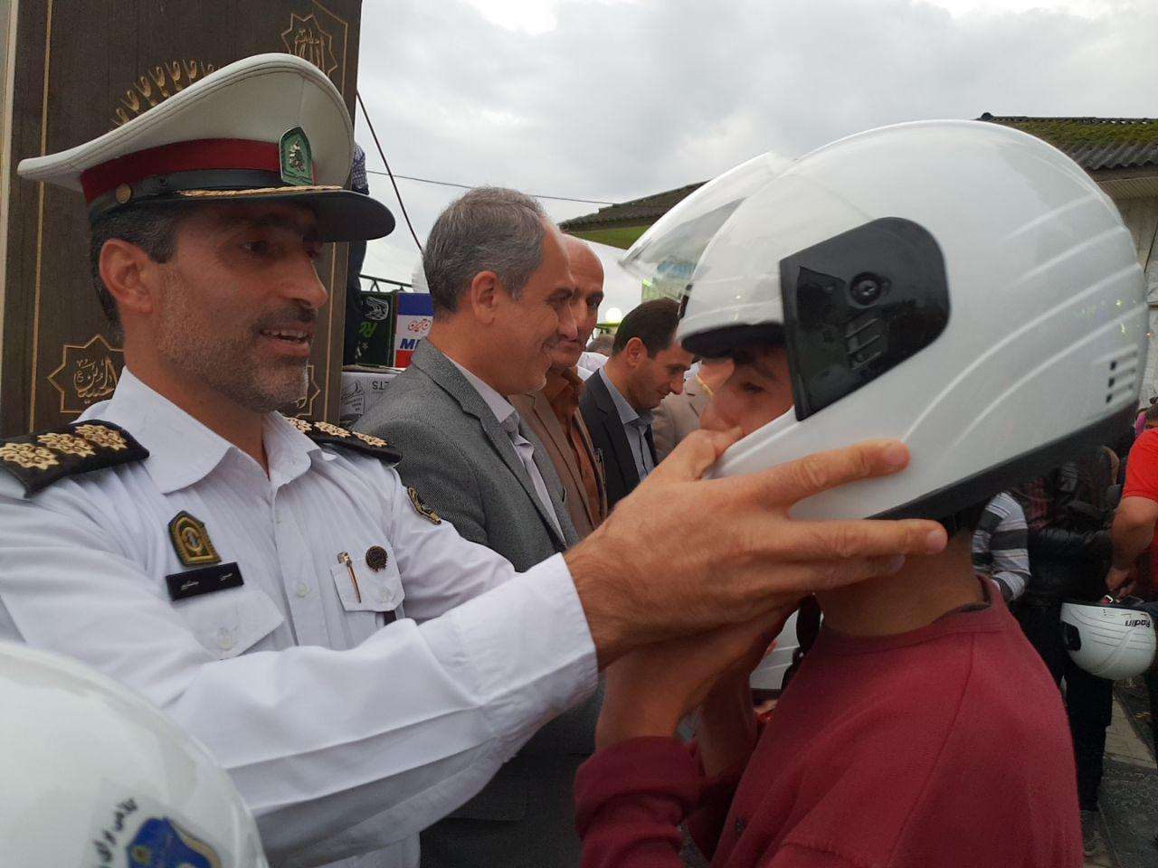 توزیع ۱۶۰۰ کلاه ایمنی رایگان در گیلان
