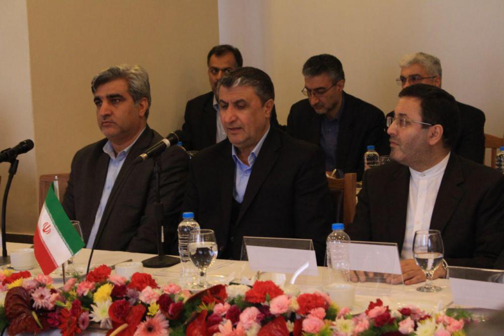 ایجاد پایانه های مشترک در بنادر دو کشور آذربایجان و ایران بررسی می شود/ توسعه شبکه حمل و نقل دریایی از ظرفیت های ممتاز گیلان است