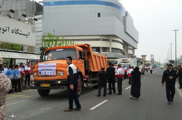 اعزام ۳۰ کامیون کمکهای مردمی از گیلان به مناطق سیلزده