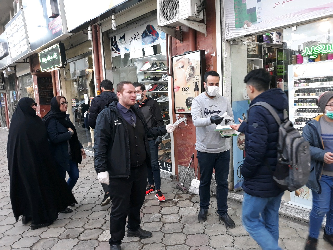 توزیع روزانه ماسک رایگان در فومن