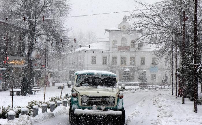 بارش برف هم اکنون در رشت /تجربه تلخ برف سال ۸۳ گیلان