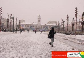 بارش برف در شهر باران های نقره ای