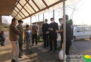 توزیع بسته های بهداشتی و آموزش مقابله با کرونا در روستای کالمرز کوچصفهان توسط موسسه سفیران جوان کاسپین