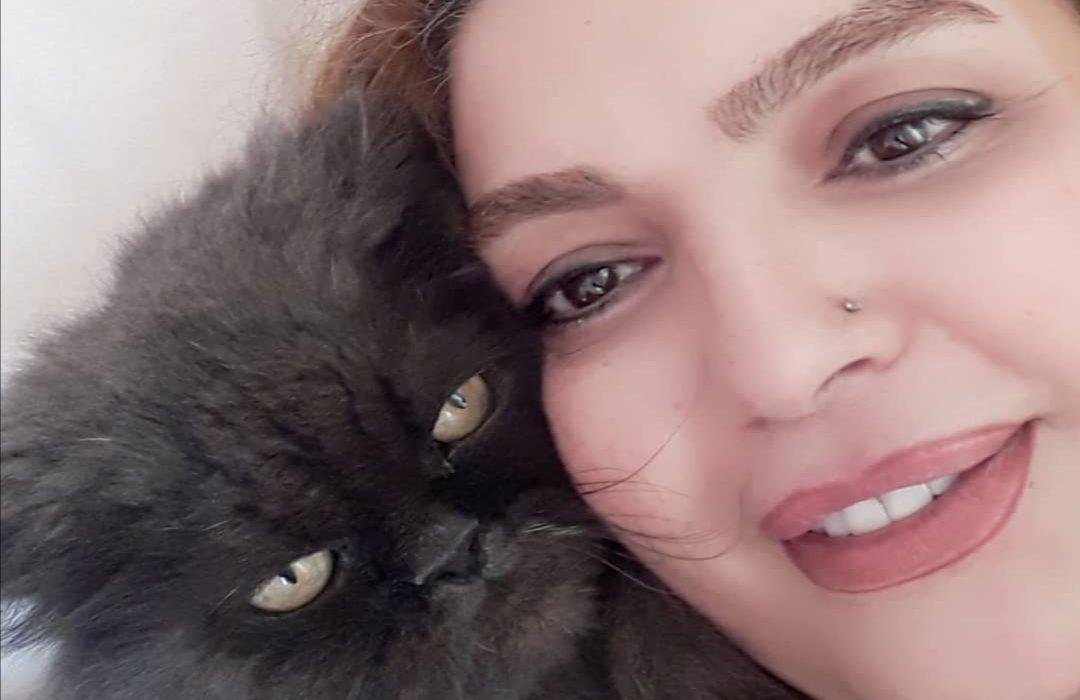 عزاداری خانم بازیگر ایرانی برای مرگ گربه اش