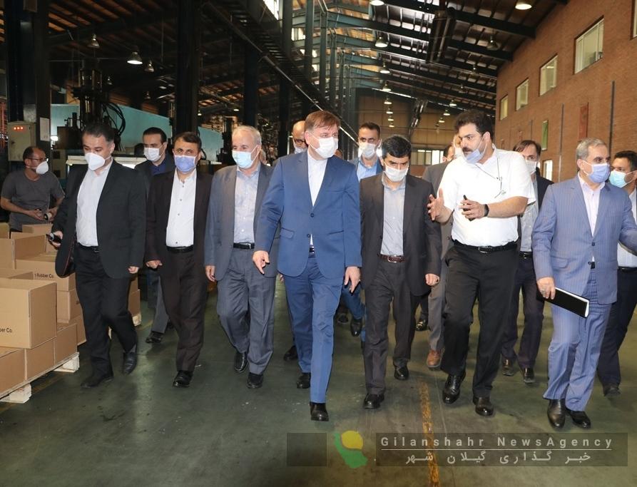 بازدید سرپرست وزارت صمت و استاندار گیلان از طرح توسعه یک شرکت تولید قطعات داخلی خودرو در رشت