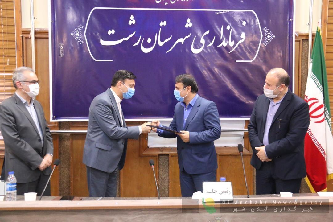 فرماندار شهرستان رشت از دکتر حاج محمدی و شهرداران شهرستان تجلیل و قدردانی کرد
