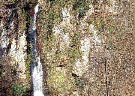 «دود وَزَن» آبشاری منحصربهفرد در شمال ایران+عکس