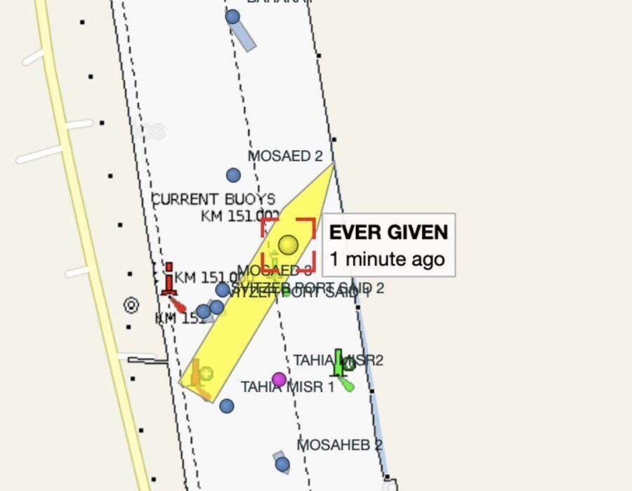 یک کشتی با ۴۰۰ متر طول در کانال سوئز گیر کرد / کانال بسته شد